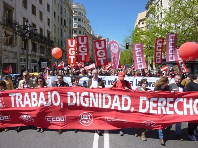 Pancarta_con_el_lema_de_este_1_de_Mayo,_Trabajo,_Dignidad_y_Derechos_Version1.jpg