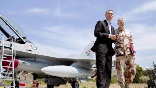 Stoltenberg en base aérea en Grecia, donde salieron los F-16